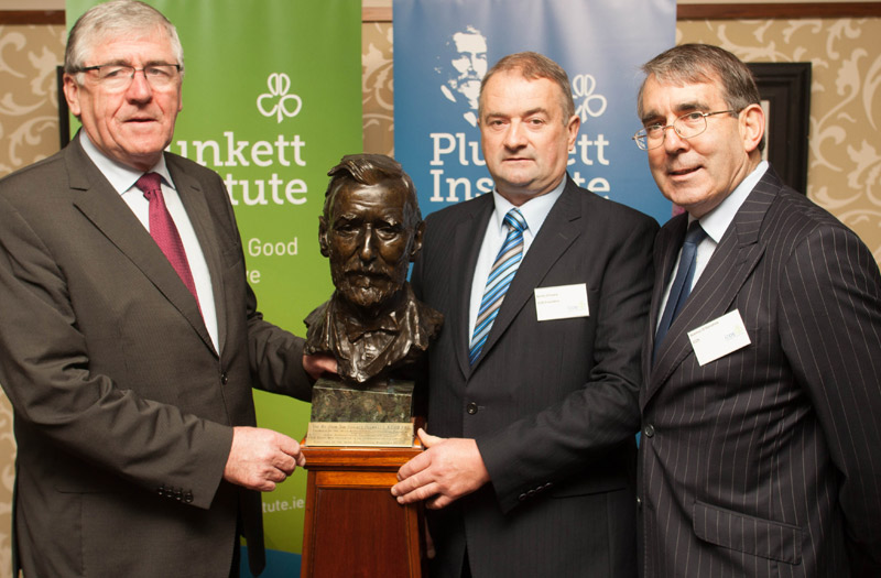 Minister of State at the Department of Agriculture, Food and the Marine Tom Hayes RD; Bertie O'Leary, ICOS President and Seamus O'Donohoe ICOS CEO with the Sir Horace Plunkett bust at the launch of The Plunkett Institute for Co-operative Governance during the ICOS National Conference in Portlaoise
